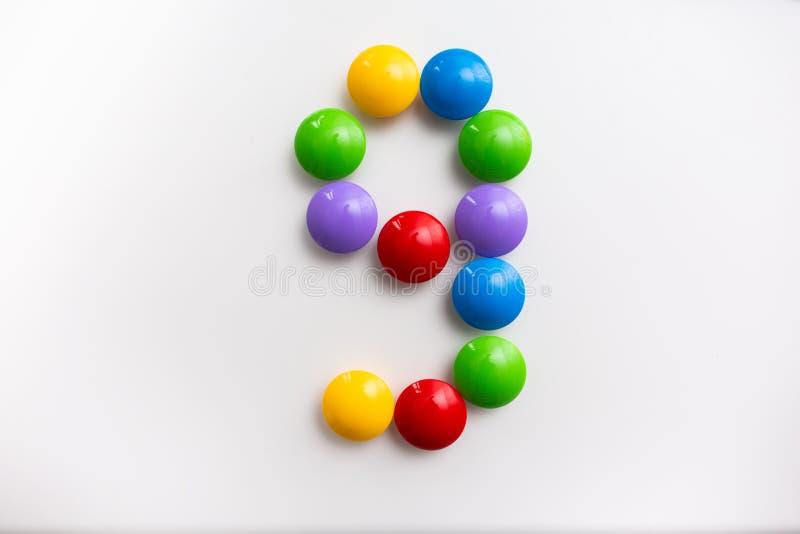 Число 9 сделало из игрушек детей Пестротканые диаграммы для игр стоковое изображение rf