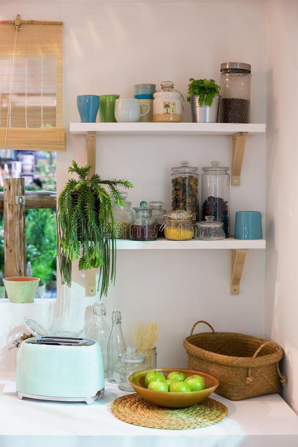 Чистая винтажная кухня стиля стоковые фотографии rf