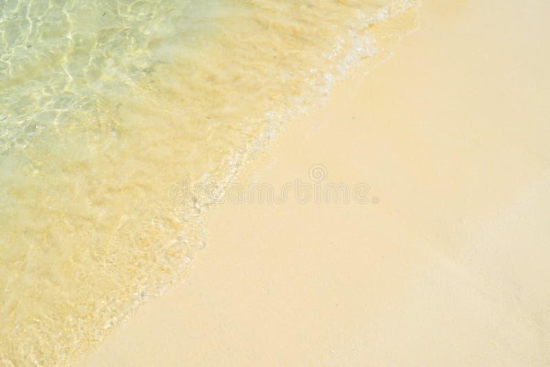 Чистая вода с песком на Krabi, Таиланде стоковое изображение rf