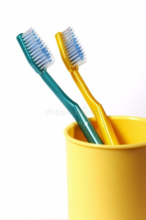 чистит зуб щеткой стоковые изображения