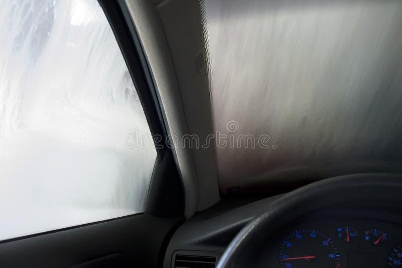 чистка автомобиля стоковое изображение