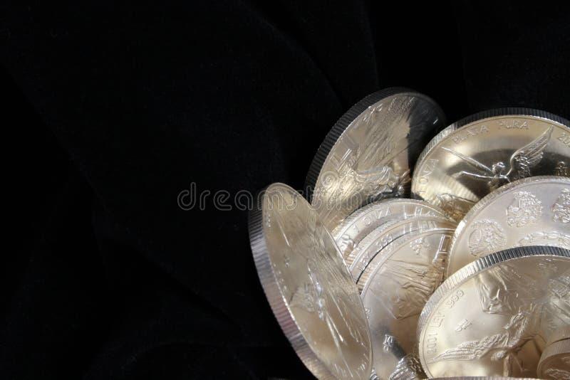 Чисто предпосылка серебряных монет стоковое изображение rf