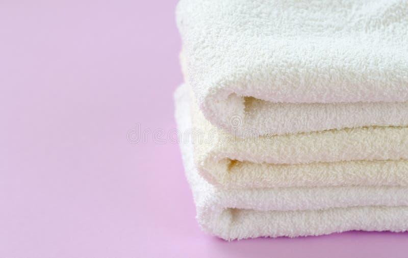 Чистые и свежие полотенца хлопка стоковые фотографии rf