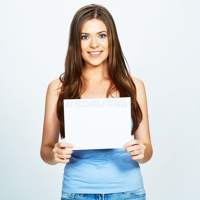 Девушка держит в руках открытку