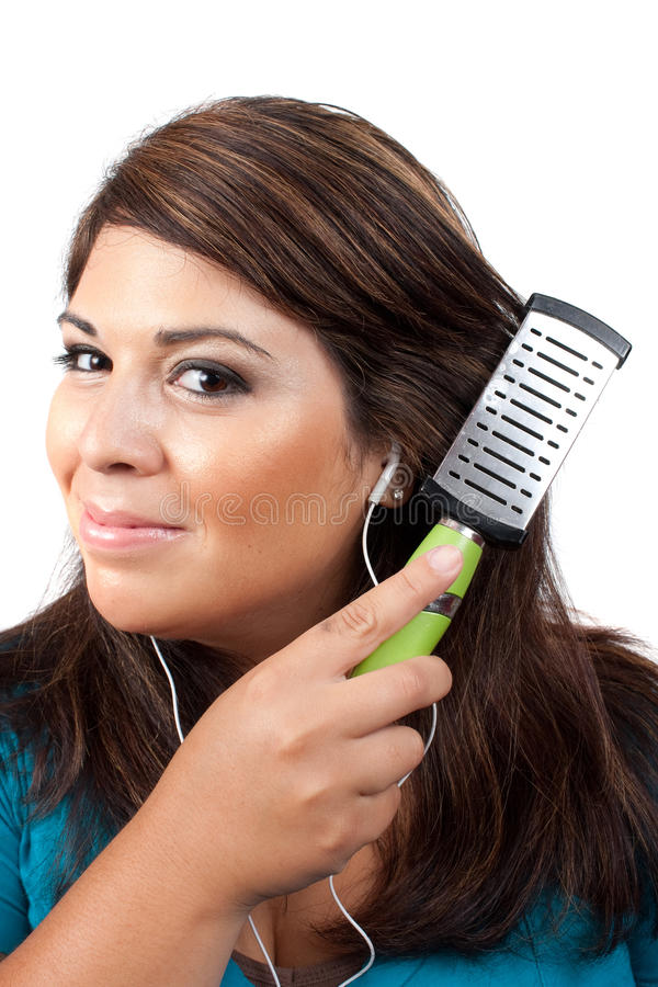 чистя щеткой волосы ее женщина стоковое изображение