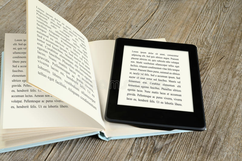 Читатель Ebook стоковое изображение rf