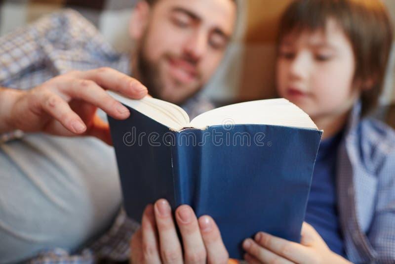 читать совместно стоковое изображение rf