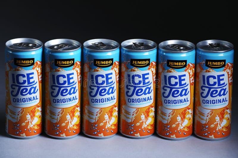 Чонсервные банкы чая льда первоначально от громоздк, голландского супермаркета стоковые изображения