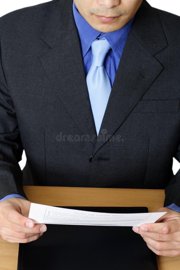 чтение бизнесмена стоковые изображения rf