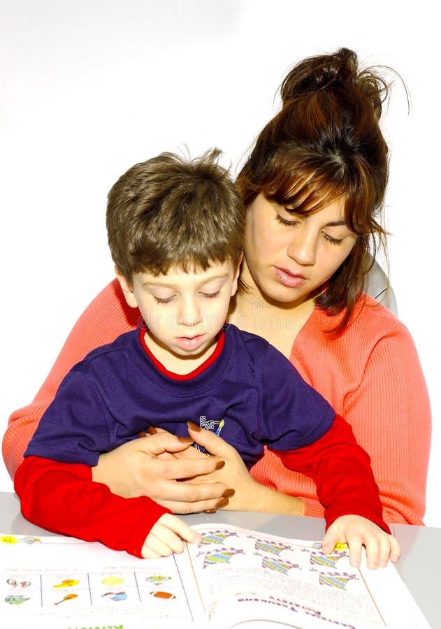 Download чтение мати ребенка стоковое фото. изображение насчитывающей preschool - 85232