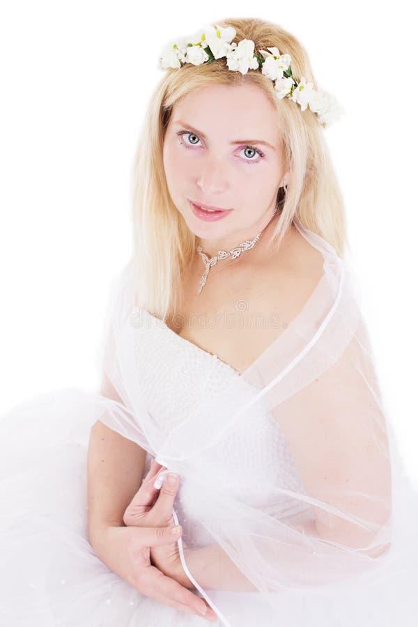 Download Чувственная белокурая невеста в венке Стоковое Изображение - изображение насчитывающей brickmason, свеже: 40577947