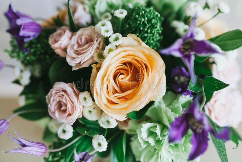 Чувствительный красивый букет цветков закрывает вверх стоковое изображение rf