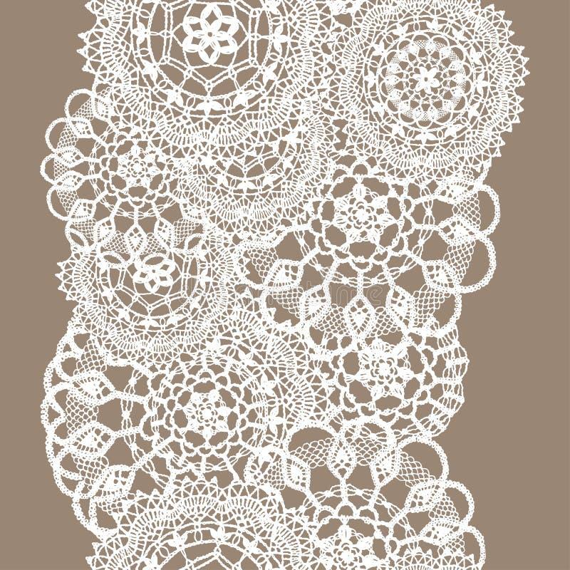 Чувствительный связанный шнурок круглых doilies, безшовная картина - белый силуэт на бежевой предпосылке иллюстрация штока