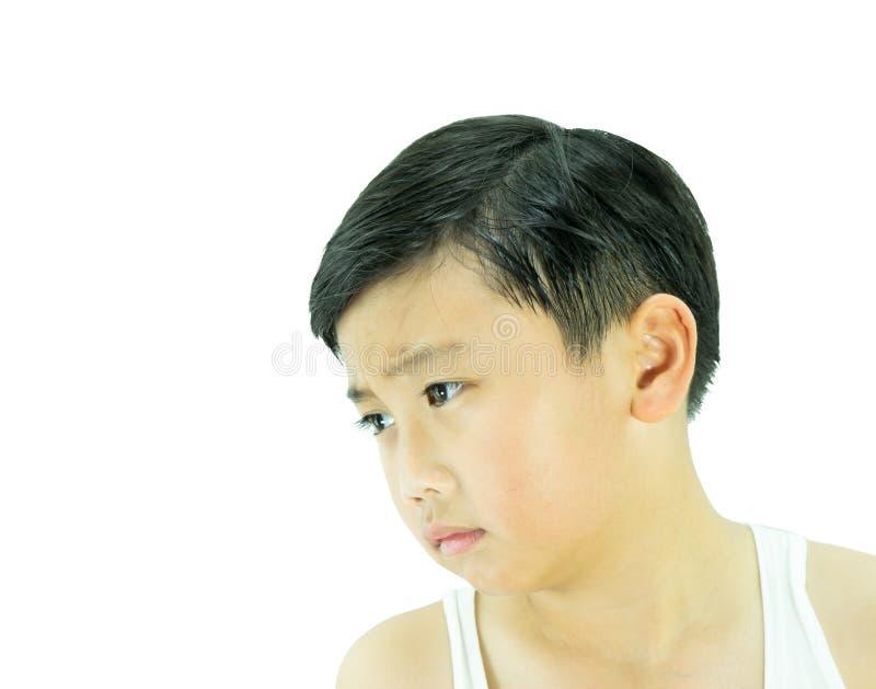 Чувство мальчика унылое на изолированной белой предпосылке стоковые изображения