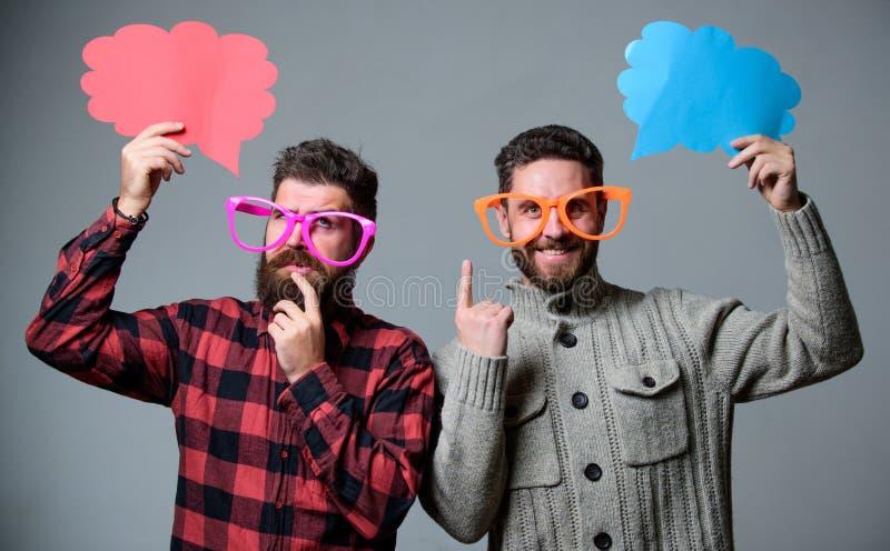 Чувство шуточных и юмора Люди с хипстером бороды и усика зрелым носят смешные eyeglasses Объясните концепцию юмора смешно стоковое фото rf