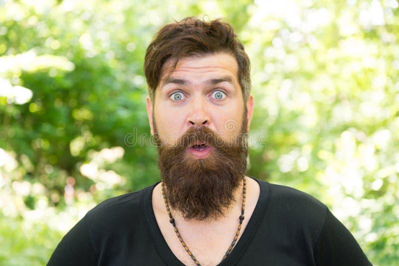 Чувствуя хороший фантастический усик Бородатый человек со стильной формой усика Зверский хипстер с текстурированными волосами уси стоковые фотографии rf