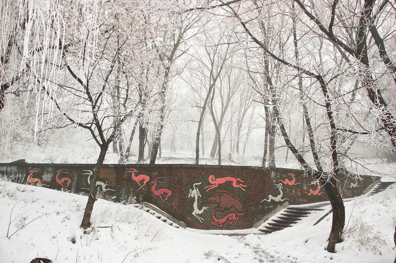 Чудесная снежная зима создает праздничное настроение Нового Года стоковые изображения rf