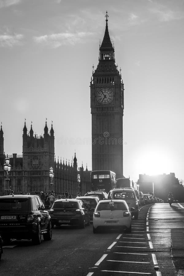Чудесный заход солнца над мостом Вестминстера в Лондоне - ЛОНДОНЕ - ВЕЛИКОБРИТАНИИ - 19-ое сентября 2016 стоковое изображение