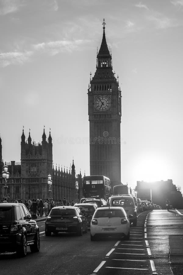 Чудесный заход солнца над мостом Вестминстера в Лондоне - ЛОНДОНЕ - ВЕЛИКОБРИТАНИИ - 19-ое сентября 2016 стоковое фото