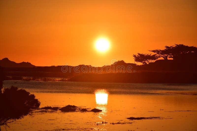 Чудесный заход солнца над пляжем Калифорния Carmel стоковая фотография