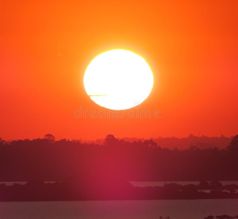 Чудесный заход солнца стоковые изображения