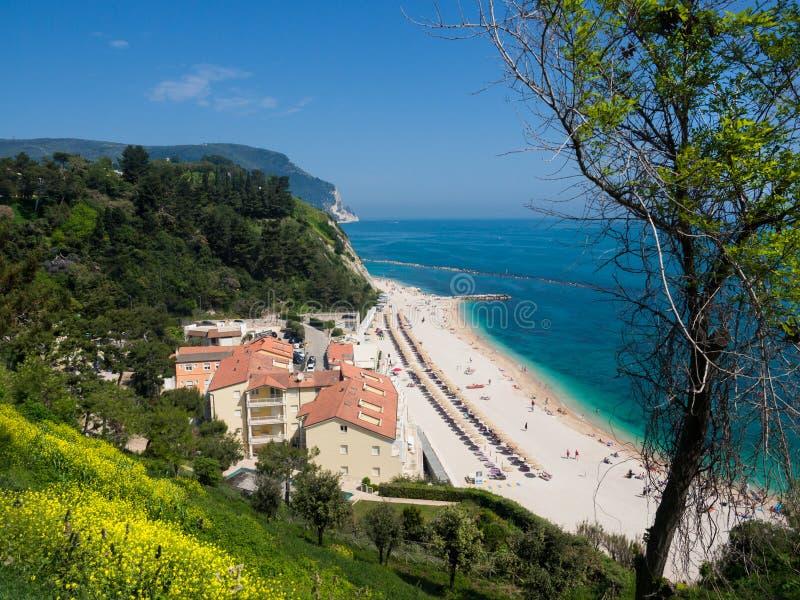 Чудесный пляж Numana, держатель Conero, Италия стоковые изображения rf