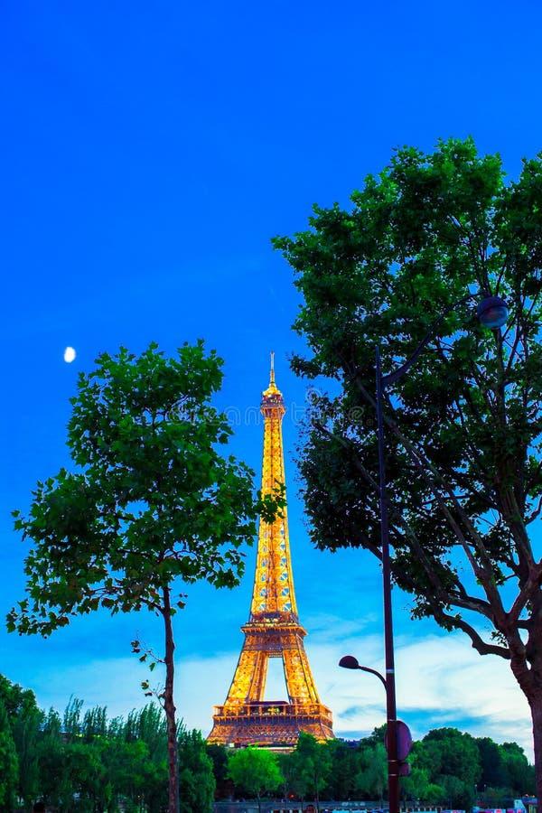 Чудесный взгляд Эйфелева башни в Париже стоковые изображения rf
