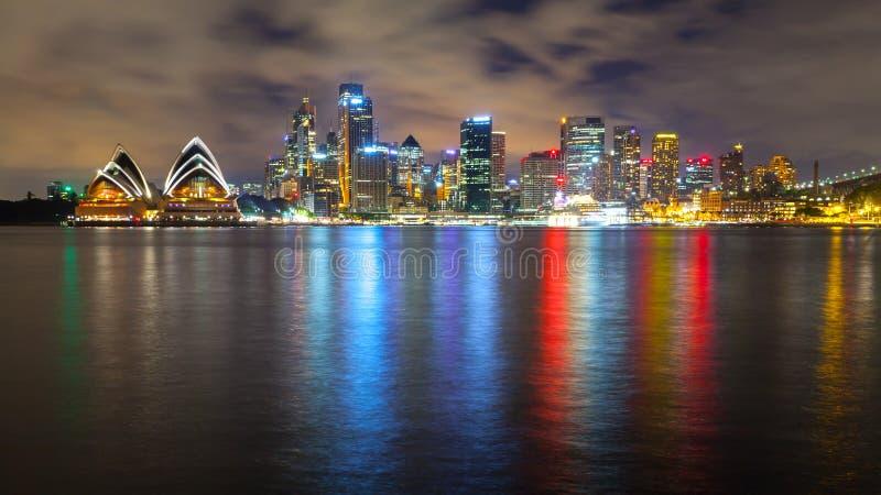Чудесный горизонт ночи Сиднея, Австралии стоковые фото
