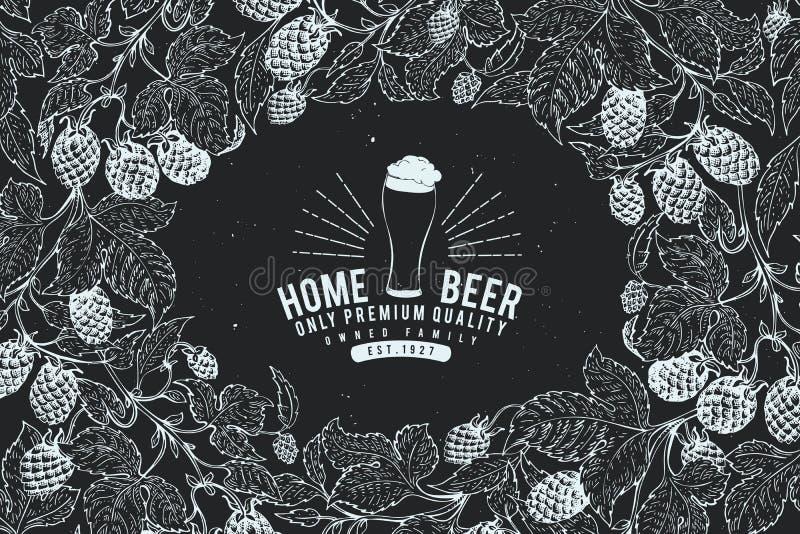 Шаблон дизайна хмеля пива пиво предпосылки ретро Vector нарисованная рукой иллюстрация хмеля на доске мела Винтажная рамка стиля бесплатная иллюстрация