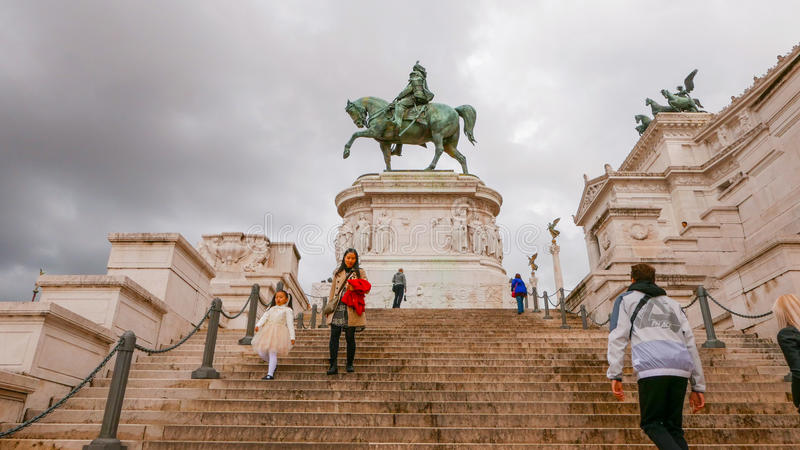 Download Шаги на национальный монумент Виктора Emmanuel в Риме Редакционное Стоковое Фото - изображение насчитывающей rome, roma: 81808483