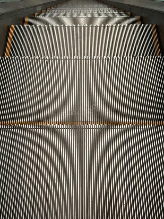 Шаги эскалатора стоковые изображения rf