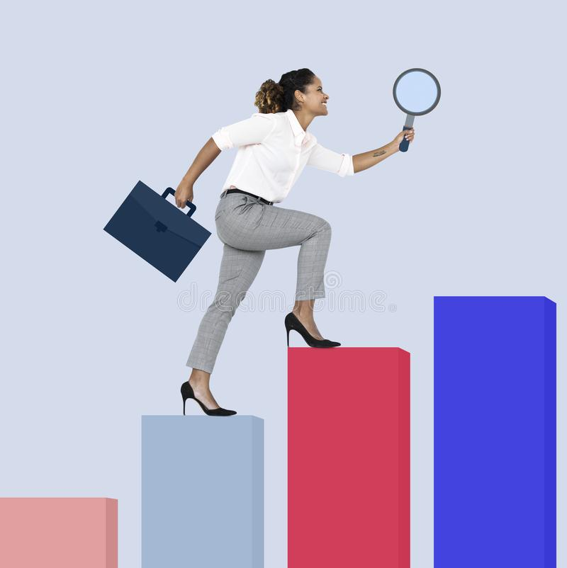 Шаг бизнес-леди до достижения стоковые изображения rf