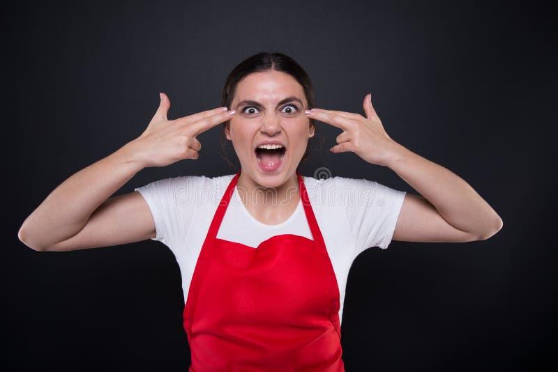 Шальной женский работник дуя - вверх по ее разуму стоковые фото