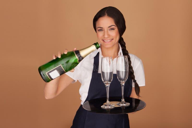 Шампанское красивейшей официантки стоковое фото rf