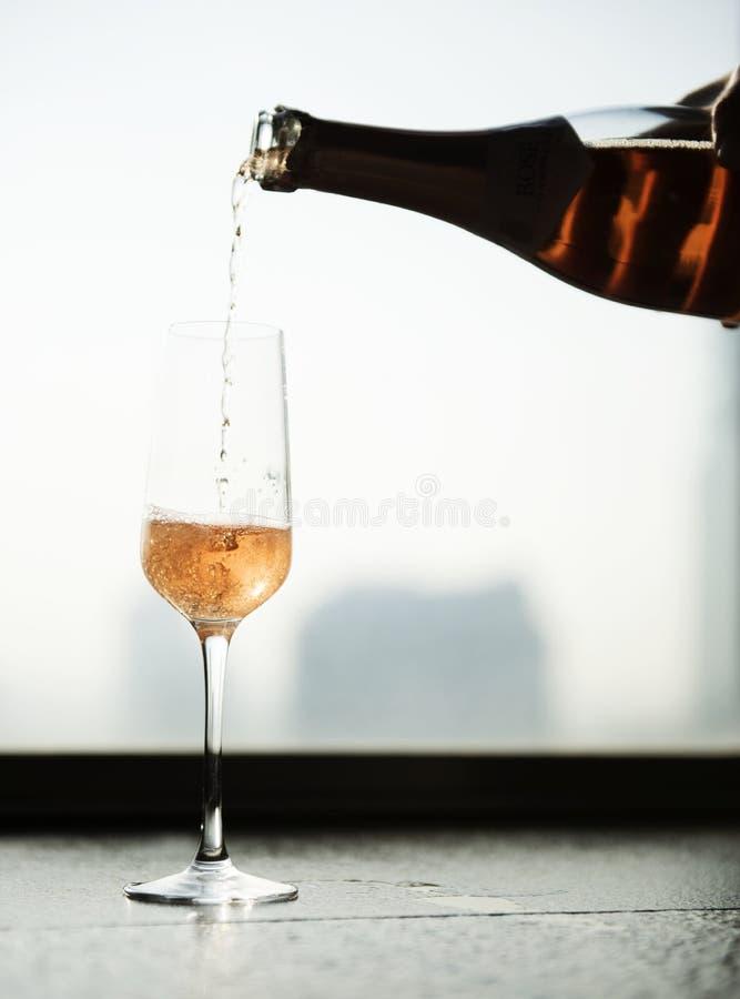 Шампань для празднует концепцию времени стоковое изображение rf