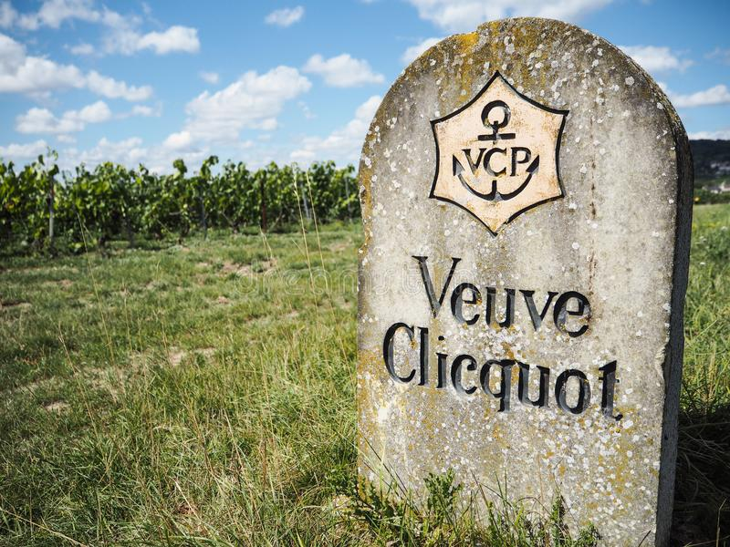 Шампань - Ardenne, Франция - август 2017: старая каменная обочина s стоковые фото