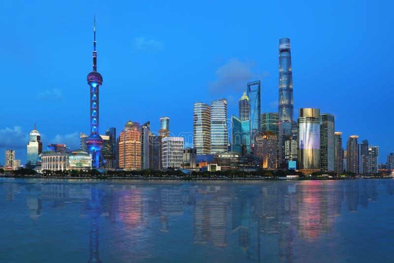 Шанхай, взгляд ночи бунда стоковая фотография rf