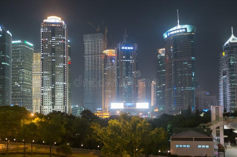 Шанхай, Китай на ноче стоковые изображения rf