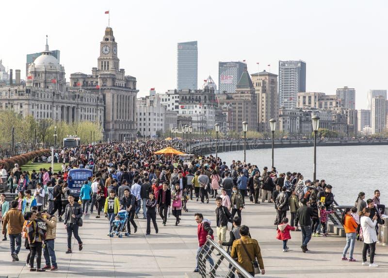 ШАНХАЙ, КИТАЙ - 4-ОЕ АПРЕЛЯ 2016: Бунд Шанхая стоковые фото