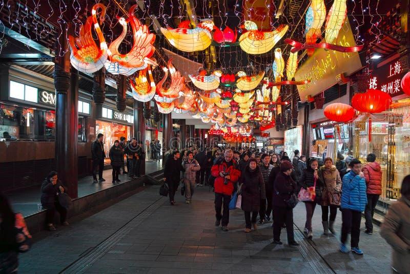 Шанхай, Китай - февраль 2, 2016: Фестиваль фонарика в китайском Новом Годе (годе обезьяны) стоковые фотографии rf