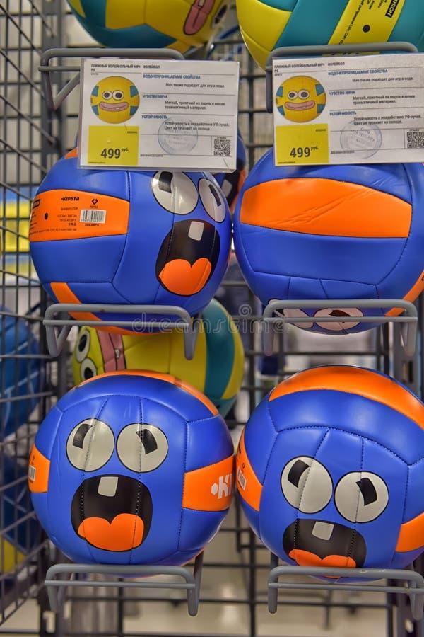 Шарики в спортивном магазине стоковое изображение rf