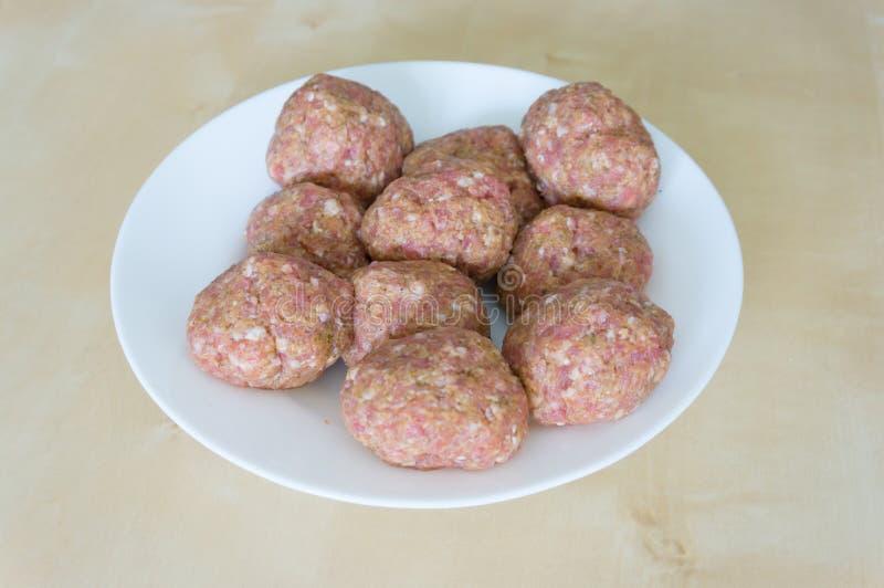 Download Шарики мяса стоковое изображение. изображение насчитывающей сырцово - 41656581