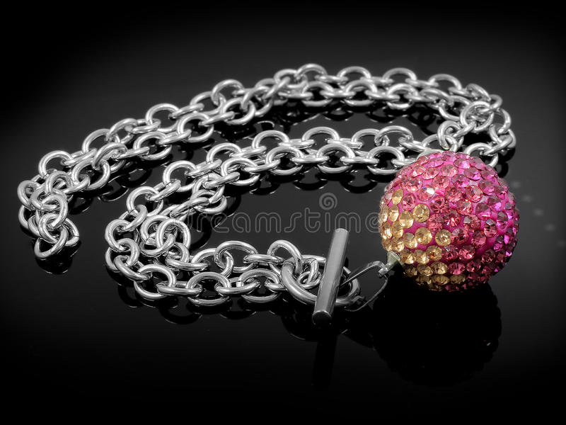 Шарики ожерелья - серебряная нержавеющая сталь стоковое изображение rf