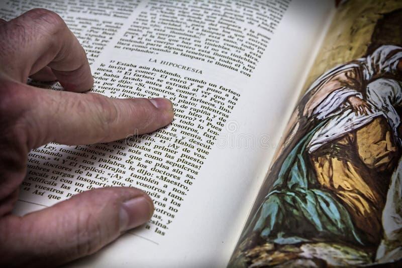 Шарики розария и библия стоковая фотография rf