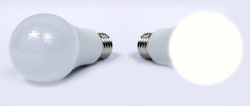 Шарики СИД изолированные на белой предпосылке, одном из освещенных шариков стоковые изображения