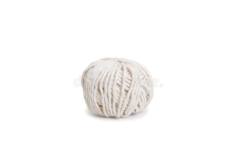 Шарик белой пряжи Изолированное пасмо логотипа boho шерстей стоковые фото