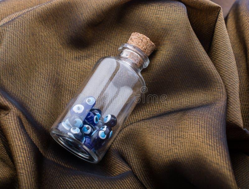 Шарик дурного глаза в бутылке как сувенир стоковое изображение rf