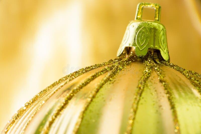 Шарик золота орнамента рождества стоковые изображения rf