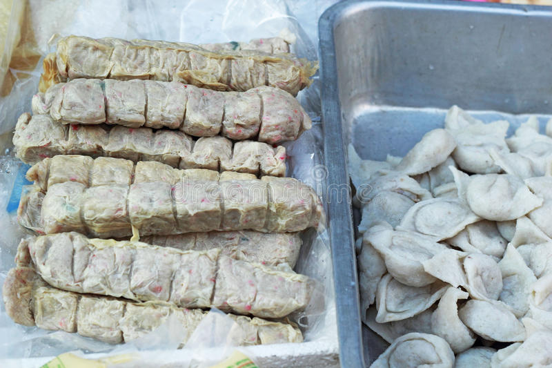 Шарик краба - рыба вареника в рынке стоковое изображение