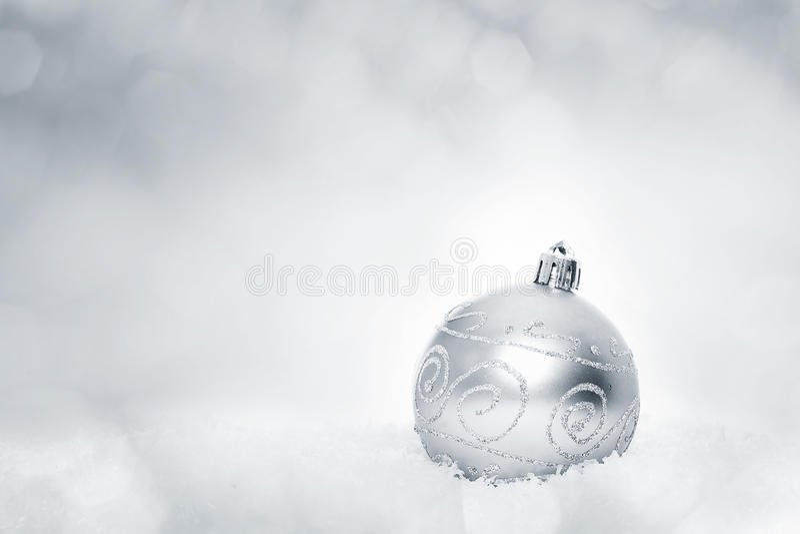 Серебряный шарик рождества стоковые фото